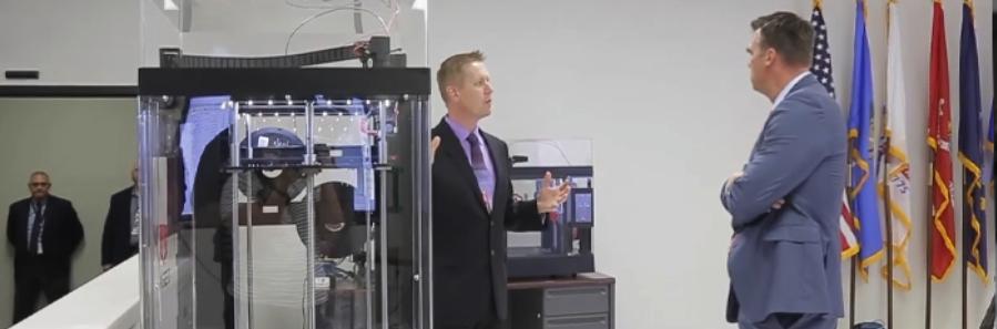 波音研发中心向俄州州长Kevin Stitt介绍Raise3D打印机